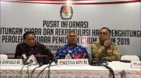 Ketua KPU Arief Budiman (Tengah). (Suara.com/Yosea Arga)