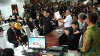Tim kuasa hukum Prabowo Subianto - Sandiaga Uno akhirnya mengajukan gugatan sengketa hasil Pilpres 2019 ke Mahkamah Konstitusi, Jumat (24/5/2019) 22.30 WIB. [Suara.com/Stephanus Aranditio]