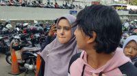 Fairuz A Rafiq dan Sonny Septian di Jalan Kapten P. Tendean, Mampang Prapatan, Jakarta Selatan, Rabu (26/6/2019). [Yuliani/Suara.com]