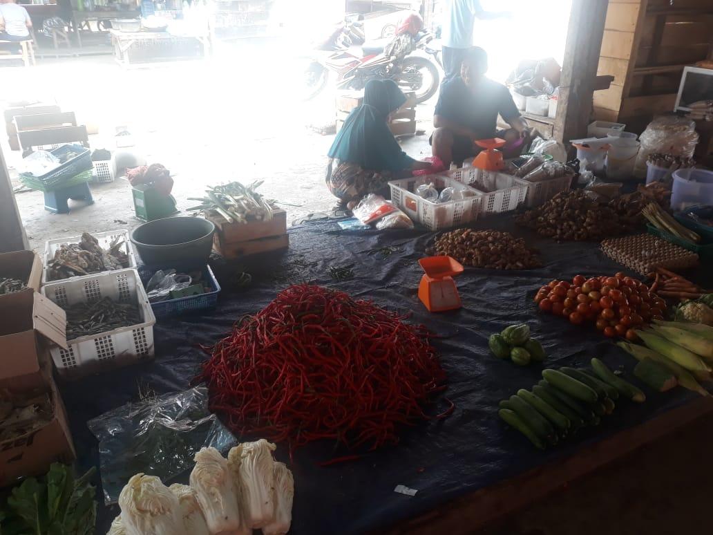 Penjual cabai disalah satu pasar tradisional yang ada di muaro jambi. Foto: Uda/Jambiseru.com