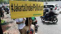 Greenpeace melakukan aksi di depan Gedung Kementerian Kesehatan, di Jakarta. (Ist)