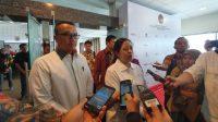 Menteri Pemuda dan Olahraga (Menpora) Imam Nahrawi (kiri) dan MenkoPMK, Puan Maharani di Gedung KemenkoPMK, Jakarta, Jumat (23/8/2019). [Suara.com/Arief Apriadi]