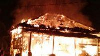 Rumah warga desa tantan yang terbakar. Foto: Uda/Jambiseru.com