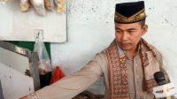 Junaedi (48), pemilik warung di RT06 RW12 Jalan Usaha, Cawang, di Jakarta. (Antara)