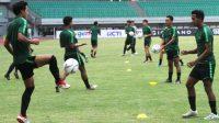 Para pemain Timnas Indonesia U-19 mengikuti sesi latihan. (Ist)