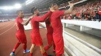 Penyerang Timnas Indonesia, Beto Goncalves (kanan) merayakan golnya di laga kontra Malaysia bersama rekan-rekannya, pada matchday 1 putaran kedua Kualifikasi Piala Dunia 2022 Zona Asia Grup G di SUGBK, Kamis (5/9/2019) malam WIB. [Suara.com / Arya MANGGALA]