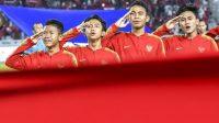 Para pemain Timnas Indonesia U-16 menyanyikan lagu kebangsaan Indonesia Raya sebelum pertandingan melawan China. (Ist)