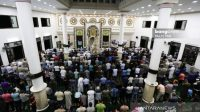 Ratusan umat Islam di Gaza, Palestina, menggelar salat gaib untuk menghormati dan menghargai wafatnya Presiden ke-3 RI Bacharuddin Jusuf Habibie atau BJ Habibie. [Antara]