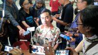 Putra sulung Presiden Joko Widodo (Jokowi), Gibran Rakabuming Raka di Kantor DPC PDIP Solo, Jateng. (Suara.com/Ari Purnomo).