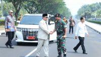 Menhan Prabowo saat temui Panglima TNI Marsekal TNI Hadi Tjahjanto di Mabes TNI, Cilangkap. (foto Twitter @prabowo)