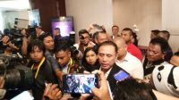 Calon Ketua Umum PSSI Mochamad Iriawan atau Iwan Bule saat memberikan keterangan kepada media di Jakarta, Jumat (1/11/2019). (Suara.com/Adie Prasetyo Nugraha)