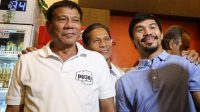 Ikon tinju dunia asal Filipina, Manny Pacquiao (kanan), bersama Presiden Filipina Rodrigo Duterte. [AFP/Manman Dejeto]