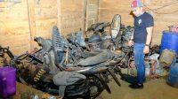 Tujuh sepeda motor yang berhasil diamankan satgas gabungan dalam penertiban Ilegal Drilling. Foto: Rizki/Jambiseru.com