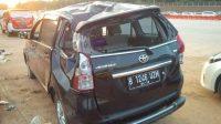 Sebagai ilustrasi: Mobil Avanza warna hitam nomor polisi B 1246 UZM mengalami kecelakaan di tol Cipali [suara.com/Erick Tanjung]