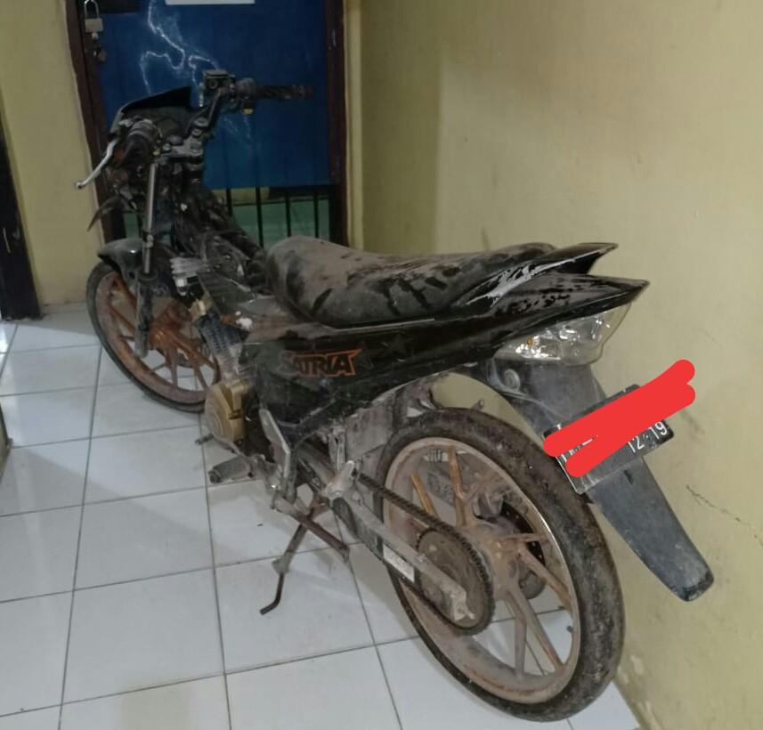 Barang bukti motor yang digunakan pelaku untuk melancarkan aksi curas. Foto: Rizki/Jambiseru.com