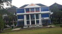 Gedung rektorat universita jambi. Foto: Uda/Jambiseru.com