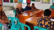 Ramayani Kepala SMKN 5 Tebo saat mempromosikan sekolahnya di Desa Pulung Rejo dihadapan para Kadus dan perangkat desa. Foto: Rian/Jambiseru.com