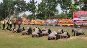 Sujud Syukur anggota yang dapat kenaikan pangkat di halaman polres muaro jambi. Foto: Uda/Jambiseru.com
