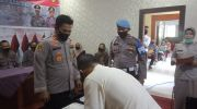 Penandatangani calon peserta taruna akpol dan tamtama. Foto: Uda/Jambiseru.com