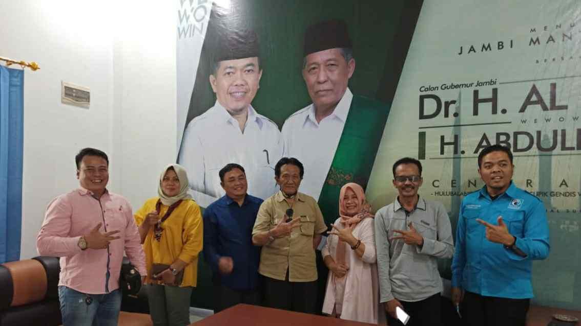 Istimewa DPW Gelora Jambi bersama Tim Hulubalang Haris-Sani. (Ist)