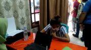 Kanit PPA Polresta Jambi, Ipda Vani saat meminta keterangan dari pelaku. Foto: Yogi/Jambiseru.com