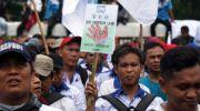 Ribuan buruh menggelar aksi unjuk rasa menentang Omnibus Law . (Ist)
