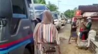 Warga Satu Desa Borong Mobil