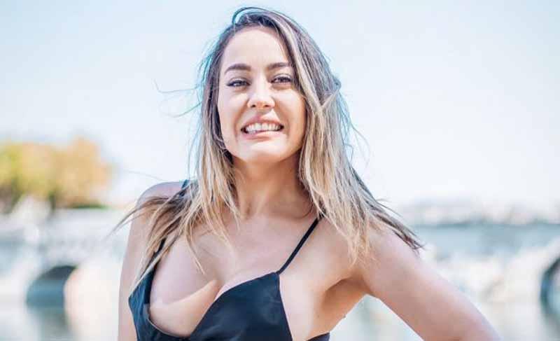 Model Seksi Ini Dukung Italia