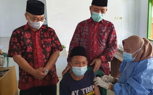 Vaksinasi di Desa Pauh Menang