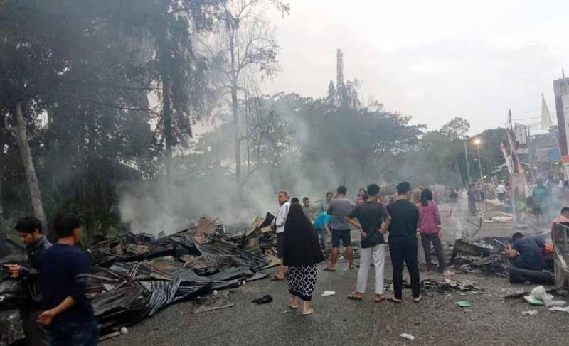 Kios Depan Bank Jambi Bangko Terbakar