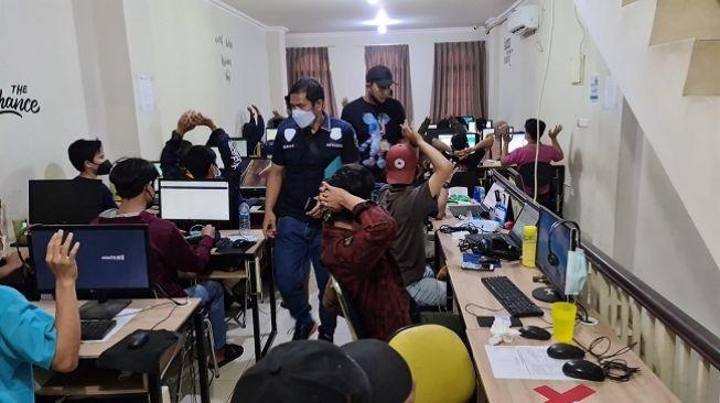Kantor Pinjaman Online Ilegal